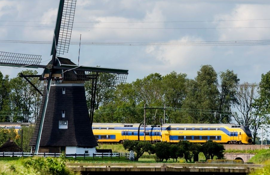 dutch-trains-renewable-wind-energy